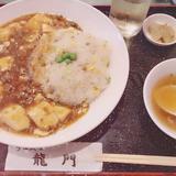 画像: 今日食べた中華 麻婆豆腐に炒飯に醤油ラーメンの味がするスープで最強トリプルセットだったなんかちょ〜かわいぃぃい〜〜    #maeharu_lunch  #麻婆豆腐 #炒飯 #中華スープ  #lunch #お得ランチ #中華 #ぶひ  ずっきゅん www.instagram.com