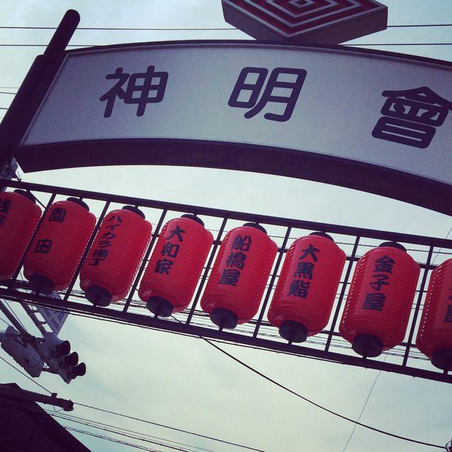 画像: 昔ながらのお店や街並みがある神明會へ。