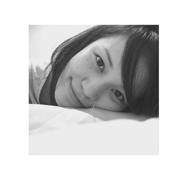 画像: #ベッド #休憩 #尾崎ハンナ #HannaOzaki  #スッピン これからヨガトレーニング! instagram.com