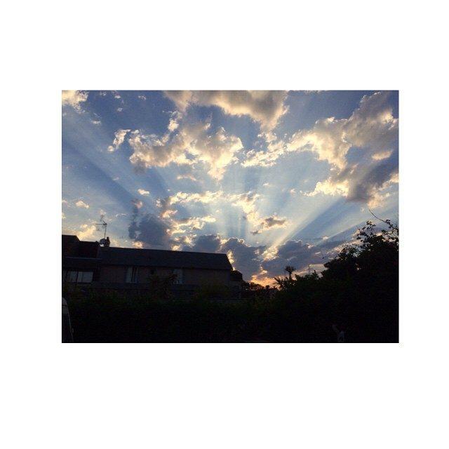 画像: #France  友人から送られてきたフランスの空…素敵だな〜♪ instagram.com