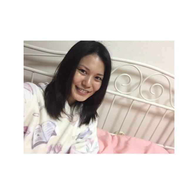 画像: 明日は、6時に起きて朝ラン‼︎ なので、ゆっくり寝ます  #朝ラン #running #睡眠 #休息 #パジャマ #ベッド #HannaOzaki #肌の調子が良い #睡眠大切 www.instagram.com