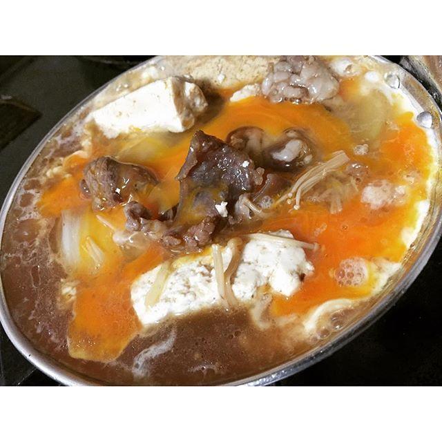 画像: 親子鍋で牛とじ丼♡ 親子鍋が使えなくなっていて 失敗しました笑  #しりとり料理 #牛とじ丼 #卵とじ料理 www.instagram.com