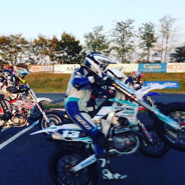 画像1: すごいスピードで走るみなさん^ ^ 仮面ライダーがたくさん!! #桶川スポーツランド  #バイク #仮面ライダー