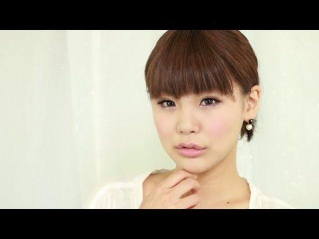 画像: 秋冬にピッタリ!赤を使ったウサギ顔アイメイク(アレンジ) - YouTube