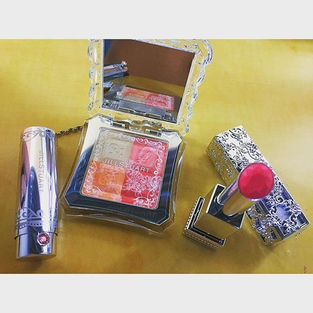 画像: かわいすぎる〜♡ お誕生日プレゼント頂きました! ありがとう*\(^o^)/* #jillstuart #限定 #コスメ #ジルスチュアート instagram.com