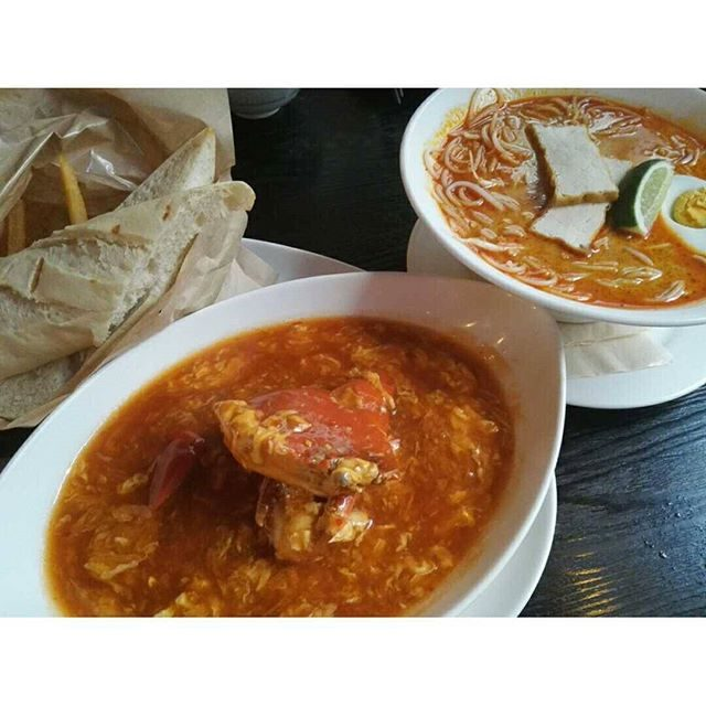 画像: #贅沢ランチ♡  品川にあるお店( ´∀`) #シンガポールシーフードパブリック!  名物の#チリクラブ♡ そしてココナッツミルクベースの麺料理! #ラクサ をぺろり!  #美味しかったー♡♡♡ instagram.com