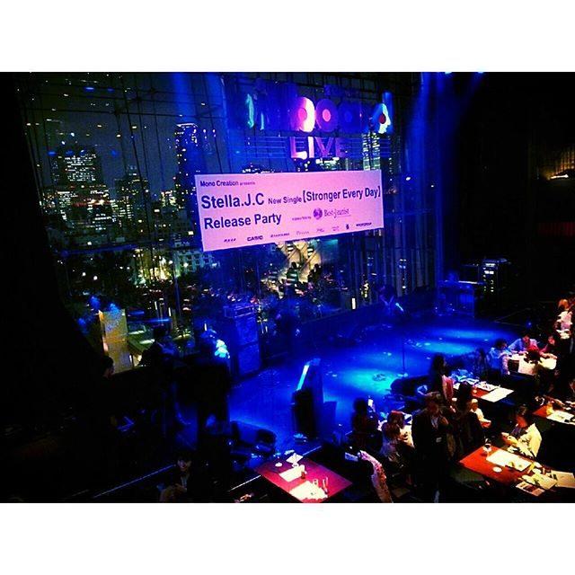 画像: ✳︎ 素敵な会場でした♡ 後半には後ろのカーテンが開いて #夜景 バックに楽しめます*\(^o^)/* #ビルボート東京 #リリースパーティー #ブロガー #カシオ #music #party #blogger #カワコレ1023 instagram.com