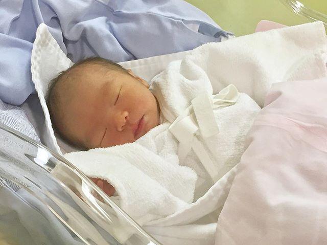 画像: #出産報告 ・ 1月14日 2:12 元気な男の子を出産しました 母子ともに健康です ・ お産を振り返るとほんと神秘的! 「おいで〜!がんばれ〜!」 っと伝えると、どんどんと外に向かって 進んできてくれる我が子✨ ・ 一緒によく頑張ったね 凄い上 ... www.instagram.com