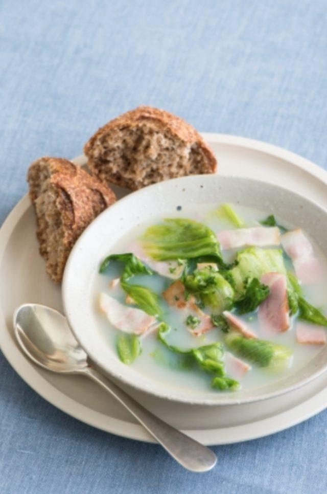 画像: レタスとベーコンの豆乳スープ