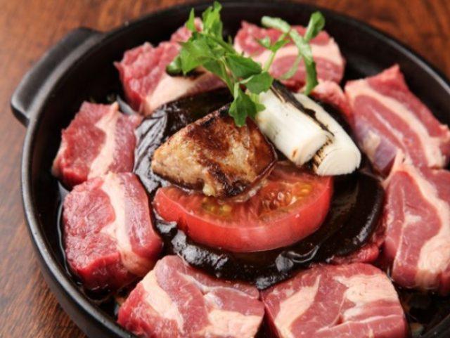 画像: 熟成牛肉とフォアグラの牛鍋 1台1,980円 上質な割り下に京味噌加えた濃厚出汁で、旨味の増した熟成肉とフォアグラを一緒に楽しめる限定牛鍋