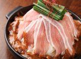 画像: 辛旨 豚バラ肉の火山焼き 1台980円 たっぷりの野菜を良質な豚バラ肉で包みこみました。特製ピリ辛ソースで焼き上げてお召し上がりいただきます