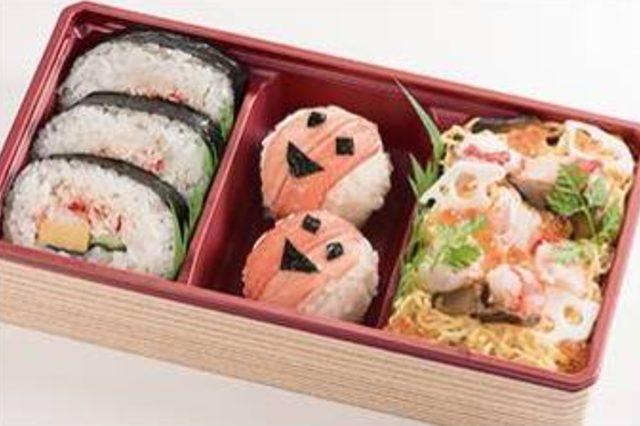 画像: 巻すし・ちらし寿司・手まり寿司を一度に楽しめるお弁当。 <札幌かに家>かに彩り寿司 712円 ※各日20点限定 /地下1階