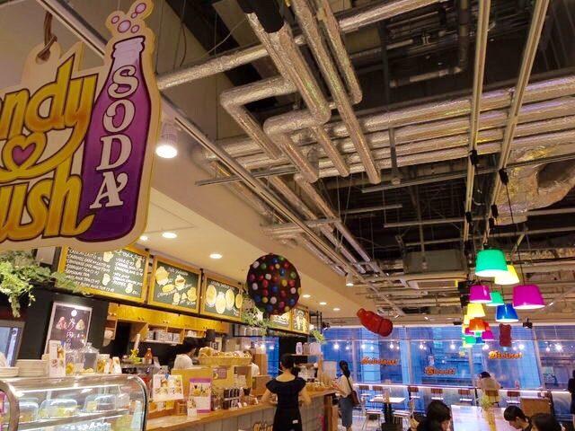 画像3: キャンディークラッシュソーダワールドを堪能できる、こだわりの店内