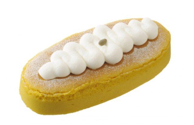 画像: ■商品名:「かぼちゃスフレ」 ■価 格: ¥700(税込¥756) ■特 長:かぼちゃを生地に練り込んだチーズスフレに、生クリームをトッピング。かぼちゃのやさしい甘みと、スフレ独特のふわシュワッと溶けていく食感をお楽しみいただけます。(長さ19cm、約4人分)