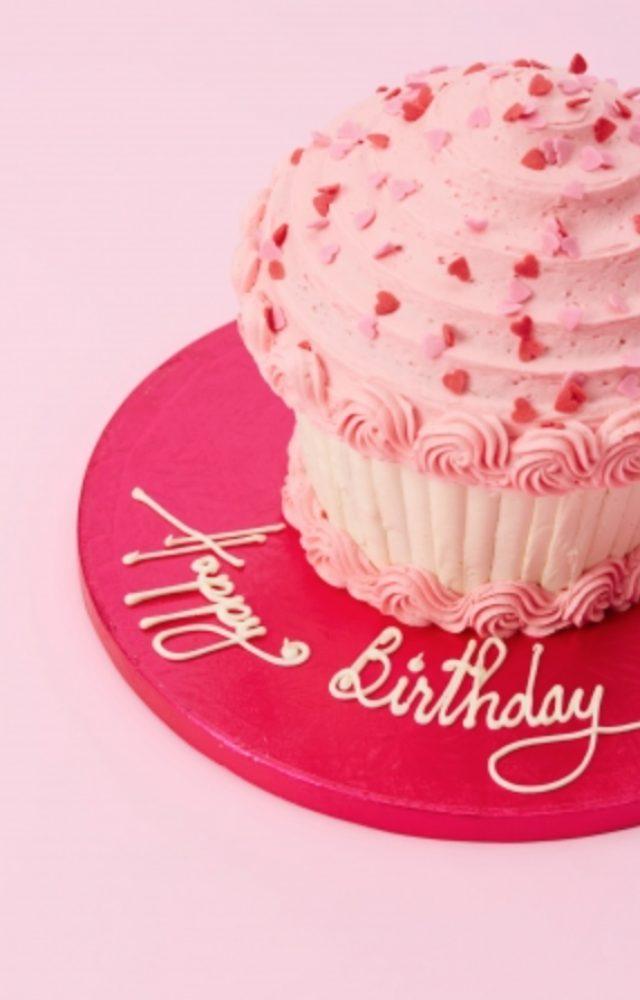 画像: 【SHOW GIRL】 ショーガールのように華やかなカップケーキは本場LOLA'S Cupcakesの人気商品です。様々なフレーバーで展開し、プレート(皿)へのメッセージ入れも可能。バースデーなどパーティーシーンにお勧めです。 Show Girl(約20人前)     ¥9,500(税別) Small Show Girl(3~4人前) ¥2,500(税別)