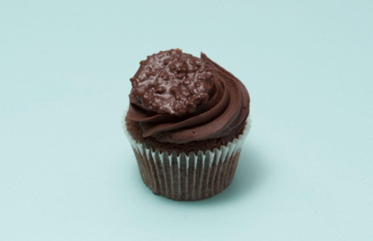 画像: Chocolate Heaven/チョコレート・ヘブン 甘すぎないチョコレート生地に濃厚なガナッシュクリームがチョコレート好きにはたまらない Regular レギュラー  560円(税別) Tiny   タイニー    300円(税別)