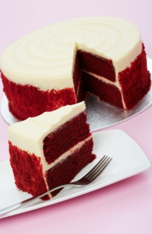 画像: 【Layer Cakes】 シンプルに生地をたっぷりと楽しみたい方にはカットケーキはいかがですか?スタンダードなフレーバーを3種類ご用意。ご注文に応じてホールで、メッセージをお入れすることもできます。 1カット ¥600