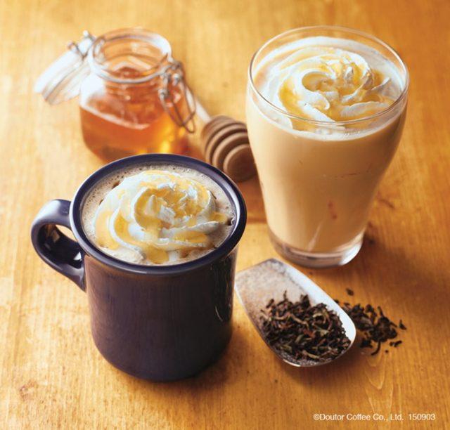 画像: 【商品名】 ロイヤルミルクティー 【単品価格】 S360円 HOT/ICED(税込)~ エクセのロイヤルミルクティーが茶葉からリニューアル! お店でこだわりの茶葉から仕込み、一層おいしくなりました。是非お試しください。 【商品名】ハニーロイヤルミルクティー 【単品価格】 S420円 HOT/ICED(税込)~ ニュージーランド産クローバーはちみつを使用し、上品なはちみつのまろやかな風味と甘味を楽しんでいただけます。優しい味わいをお楽しみください。