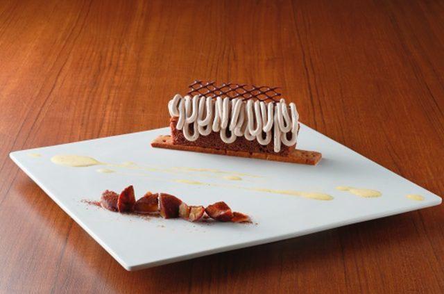 画像: ▲メインスイーツ(4) ケーク・オ・マロン 秋の味覚を堪能できる、国産栗を使った濃厚なモンブランケーキ