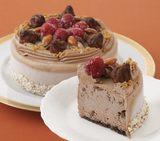 画像: 商品名:「アイスデコレーション5号(チョコ)」 価 格: (直径14cm、5~6人分)¥4,600(税込¥4,968) ※送料込 特定原材料等: 小麦・卵・乳・大豆 特 長: ベルギー産クーベルチュールチョコレートを使用。カカオのビター感&深い味わいに生クリームのゆたかな乳味 が調和する、本格的なアイスチョコケーキに仕上げました。上面に飾った、キャラメルで包んだアーモンドの香ばしさとトリュフチョコのなめらかな口どけ、ラズベリーの酸味がアクセントになっています。 cozycorner-shop.jp