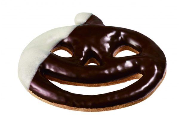 画像: ・ミスドジャックランタン チョコ (140円) ジャックランタンをモチーフにした形に型抜きした、ザクッとしたクッキータイプの生地を、ハロウィーン仮装をイメージし、チョコレートとホワイトチョコでデコレーションしました。