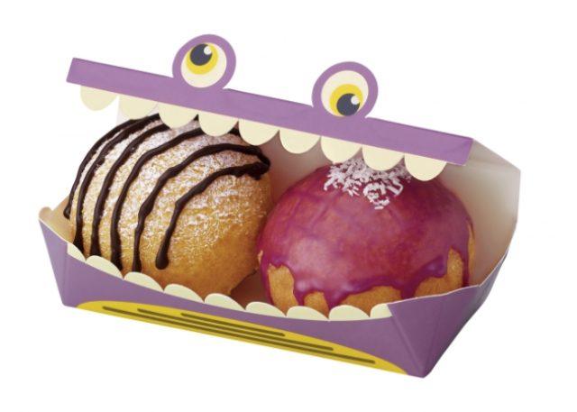 画像: ・ポン・デ・シュードーナツ 紫いも&クッキークリーム (194円) 外はさっくり、中はもっちりとした食感の生地に、紫いもホイップを詰め、紫いも風味のグレーズ(糖蜜)でコーティングし、ココナツをトッピングした商品と、チョココーティングした細かいココアクッキーを混ぜたホイップを詰め、チョコとパウダーシュガーでデコレーションした商品の2個セット。