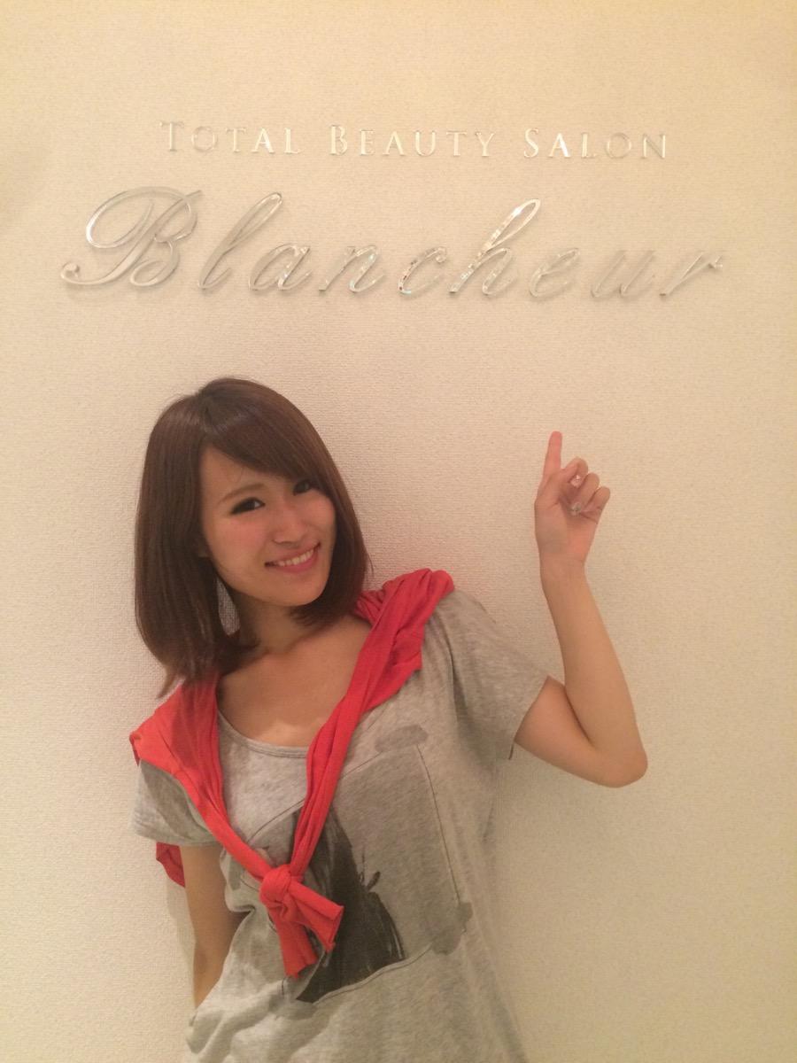 画像: 「Blancheur」の前でパシャり cot.xyz