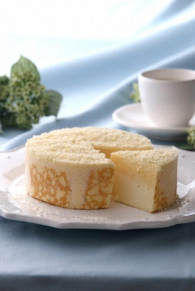 画像: ミルクチーズケーキ フランス産クリームチーズ&北海道産クリームチーズと北海道産生クリームと厳選したミルクをブレンドし、ミルクとチーズの美味しさにとことんこだわったケーキは、東京ミルクチーズ工場の原点の味。チーズムースとミルクムースの 2 つの美味しさをしっとりとしたクレープ生地で優しく包みました。 1 ホール 1,836 円 (税込)