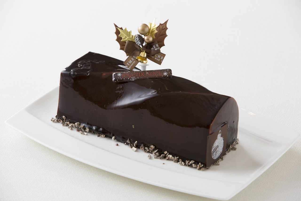 画像: クレーム・ド・ショコラ ¥3,380 長さ 23cm 幅 8cm 高さ 6cm 濃厚なチョコレートを使用したビターな大人のケーキです。チョコレートを際立たせるオレンジ風味のチョクレートムースをエレガントに仕 上げました。