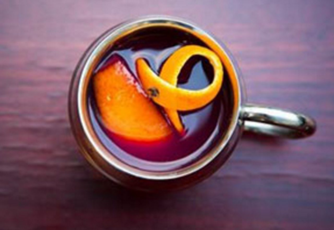 画像: 香辛料とフルーツの香り高いホットワイン