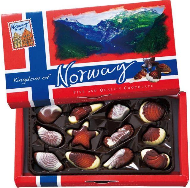 画像: ■ノルウェー:シーシェルチョコレート ヘーゼルナッツプラリネをホワイトチョコとミルクチョコで包んだシーシェルチョコレート。 北欧のチョコレートは世界的にも美味しいと言われていて、独特の味わいでお土産にも向いている品だそうです。