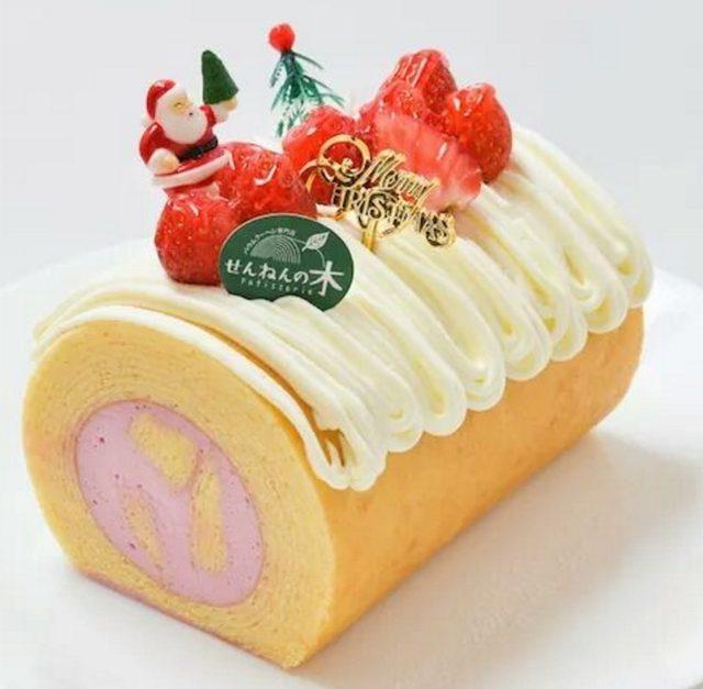 画像: 商品名:ロールケーキバウム(バウムクーヘン) 価 格:2,000円(税込) 特 徴: バウムの中にイチゴのムースを入れました。柔らかバウムとムースの食感をお楽しみ下さい。そもそも「ブッシュドノエル」はフランスで一般的にクリスマスで食べられている丸太状のケーキです。木の年輪を意味する「バウムクーヘン」で「ブッシュドノエル」を作ってみました。