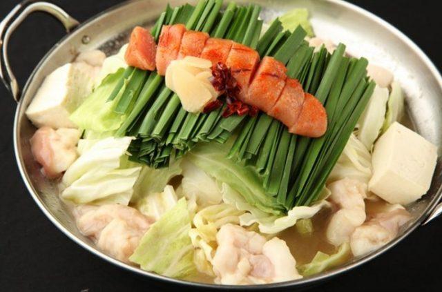 画像: あっさりした塩スープのもつ鍋と九州名物の明太子の絶妙な味わいを楽しめるお鍋です。プチプチとした明太子とぷりぷりのもつの食感が病みつきに!「もつ鍋」は全3種類ご用意しています。 【取扱店舗】 ■九州黒太鼓 品川/     港区港南2-5-5 港南OMTビル4・5F        03-6863-5410 http://r.gnavi.co.jp/g600198/ ■九州黒太鼓 新橋/     港区新橋2-15-7 S-PLAZA弥生ビル8F        03-3593-4500 http://r.gnavi.co.jp/g600139/ ■九州黒太鼓 恵比寿/ 渋谷区恵比寿西1-13-3 ROOB6 3F        03-3496-4010 http://r.gnavi.co.jp/g600147/ ■九州黒太鼓 田町/   港区芝5-34-7 田町センタービルピアタB1        03-3451-3866 http://r.gnavi.co.jp/g600182/ ■九州黒太鼓 横浜/      神奈川区鶴屋町2-16-10 エフテムRONビル4F    045-290-0677 http://r.gnavi.co.jp/g398534/