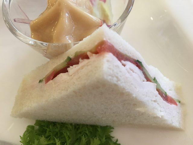 画像: スチームドチキンと野菜のサンドウィッチ スーパーフルーツソース