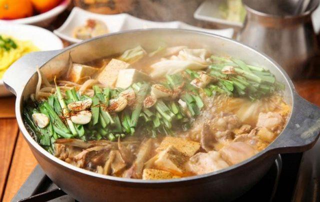 画像: コラーゲンたっぷりのプリプリもつ鍋は料理長厳選3種の特製スープが選べます!