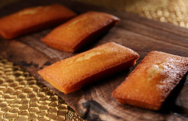 画像: 海塩はちみつフィナンシェ フランス ブルターニュ産海塩「ゲランドのフルール・ド・セル」と「はちみつ」を使用した甘さと塩味が絶妙なハーモニーのフィナンシェです。 6 個入 1,080 円 (税込) 10 個入 1,782 円 (税込) 18 個入 3,240 円 (税込)