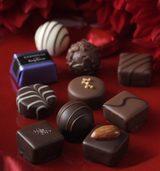 画像: ■「プラリネショコラ」 カカオの芳醇な味わいとなめらかな口どけ。宝石のように輝くチョコレートの詰め合わせ。フルーツやナッツ、洋酒など、さまざまなテイストをお楽しみいただけます。大切な人へのバレンタインギフトにおすすめです。 (3種4個入)¥324、(7種8個入)¥540、(13種14個入)¥1,080、 (16種21個入)¥1,620、(17種28個入)¥2,160