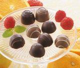 画像: ■「ショコラ ド フリュイ」 胸がキュンとするような、甘くて酸っぱい恋心。シャーベットカラーのフルーツチョコが伝えてくれます。とろとろジャム&ホワイトチョコをチョコレートで包んだオレンジ、ストロベリー。フルーツ風味のソフトチョコをチョコレートでコーティングした、カシス、レモン、ラズベリー。5つのフルーツのとろける味わいをお楽しみいただけます。 (3種3個入)¥432、(5種5個入)¥648、(5種10個入)¥1,080