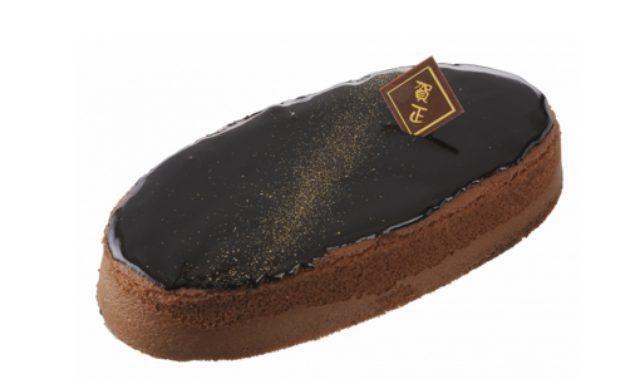 画像: 商品名:「迎春 チョコレートスフレ」 価 格: ¥850(税込¥918) 特 長: チョコレートの芳醇な味わいと、ふわシュワッの食感を楽しめるチョコレートスフレ。上面にかけたグラサージュチョコが濃厚!チョコ好きにおすすめの一品です。迎春チョコプレート付き。