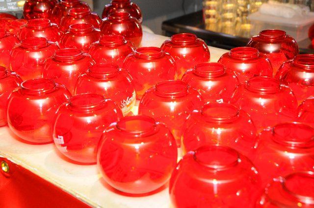 画像: 赤いコップと光る氷が神秘的でした!