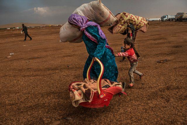 画像: イスマイル・フェルドゥス(バングラデシュ、1989)《イスラム国に包囲されたコバニの住民》(C)Ismail Ferdous