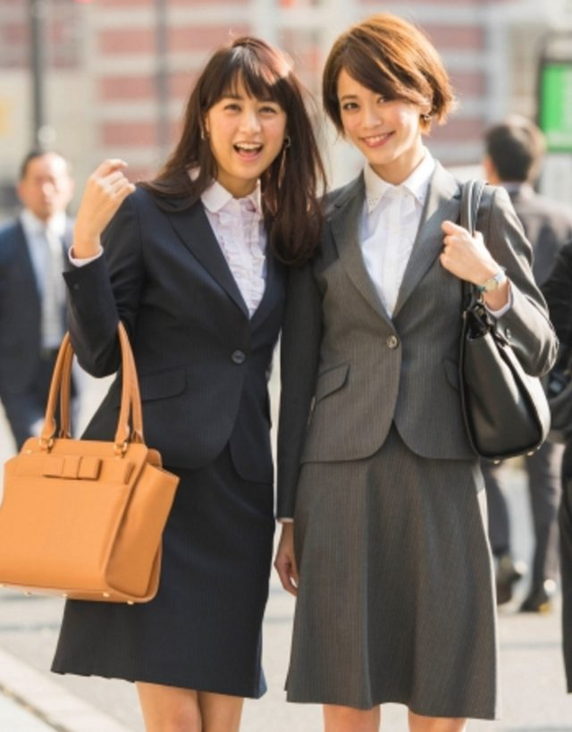 画像: CanCamコラボセットアップスーツ CanCam専属モデル 山本美月 坂田梨香子
