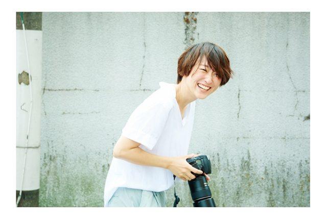 画像: 花盛友里(はなもり・ゆり)/フォトグラファー。 1983年、大阪府生まれ。中学時代から写真の楽しさに目覚め、2009年よりフリーランスとして活動開始。女性誌や音楽誌、広告などで主にポートレートの撮影を手がける。2014年に出産、一児のママに。同年、自身初の写真集『寝起き女子』(宝島社刊)を発売。インスタグラムで掲載を始めた『寝起き男子』も話題を集めるなど、活躍の場を広げている。