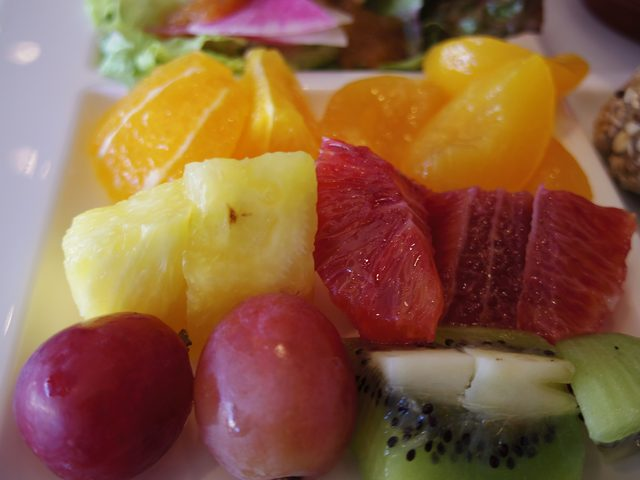 画像: 新鮮なフルーツや野菜がたっぷり摂れます