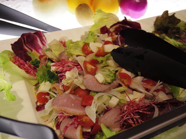 画像: 鴨胸肉の冷燻サラダ ヘルシーイタリアンスタイル