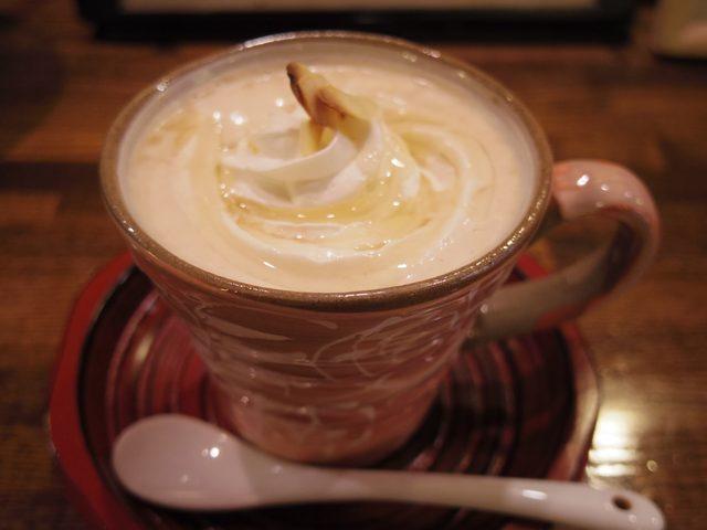 画像: 表面には艶やかなハチミツがかかってます。またカリッとしたアーモンドもアクセントになって美味! www.coffee-story.co.jp