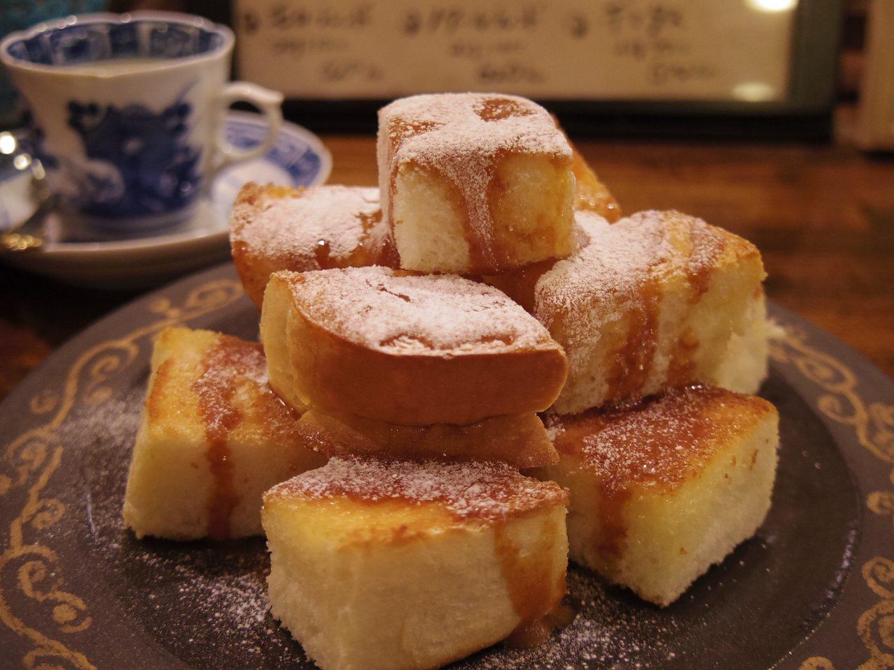 画像1: 大人のデミタスに合う甘いトーストを注文。