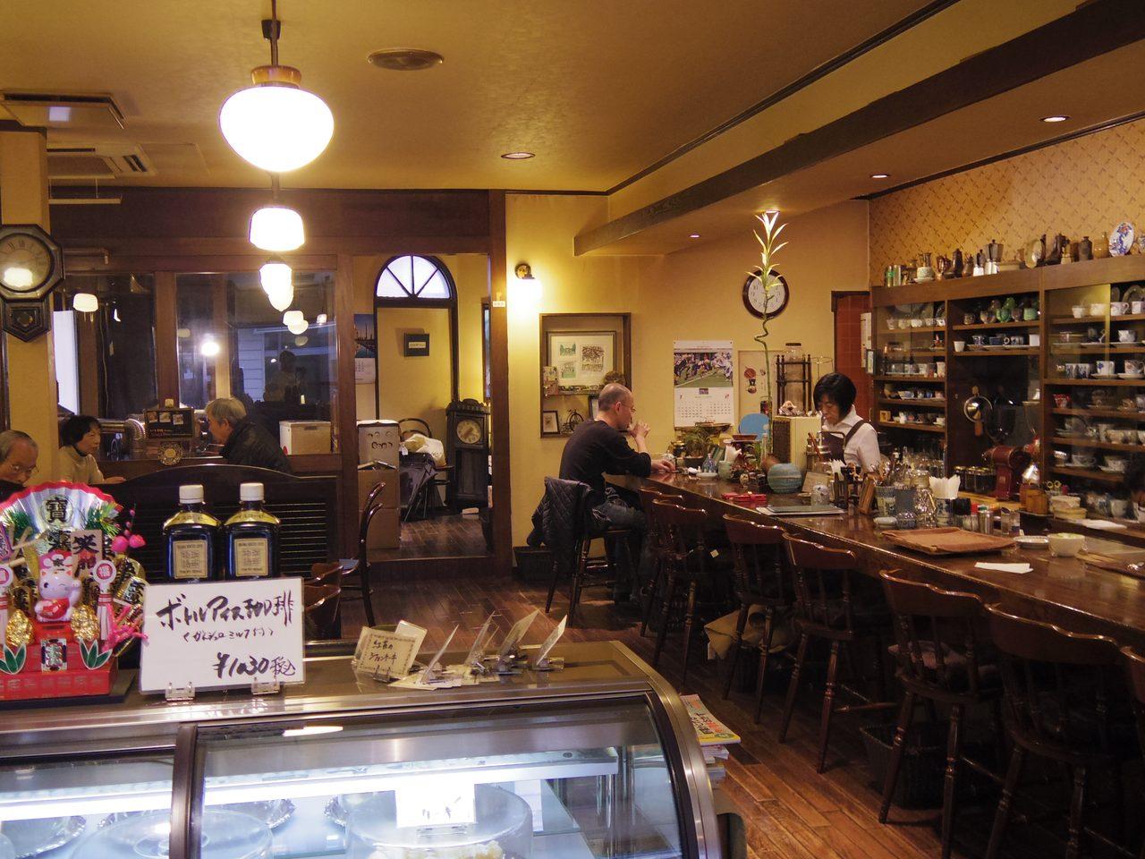 画像: いい感じの店内 www.coffee-story.co.jp