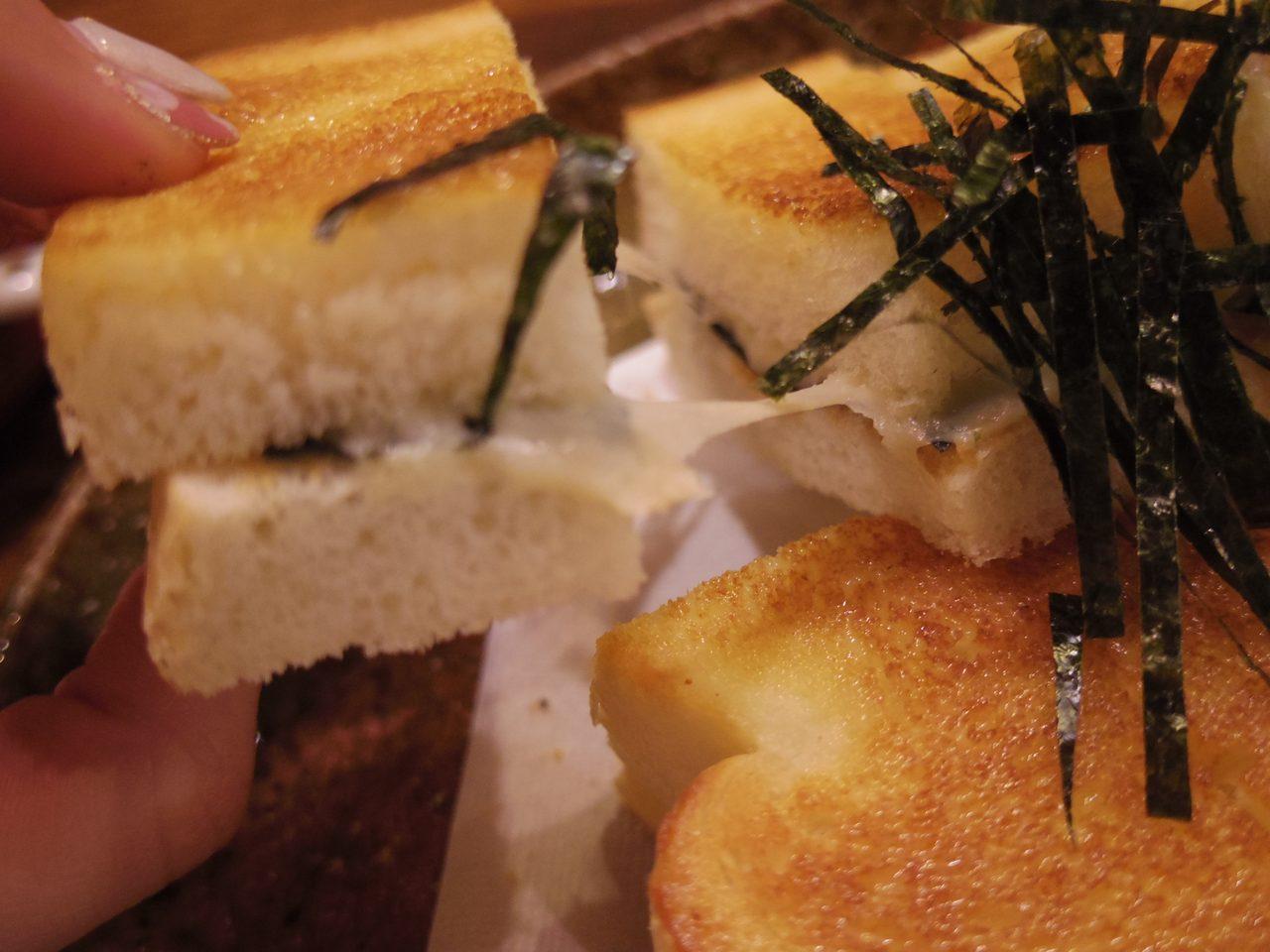 画像: とろけるチーズと一枚海苔をサンド www.coffee-story.co.jp