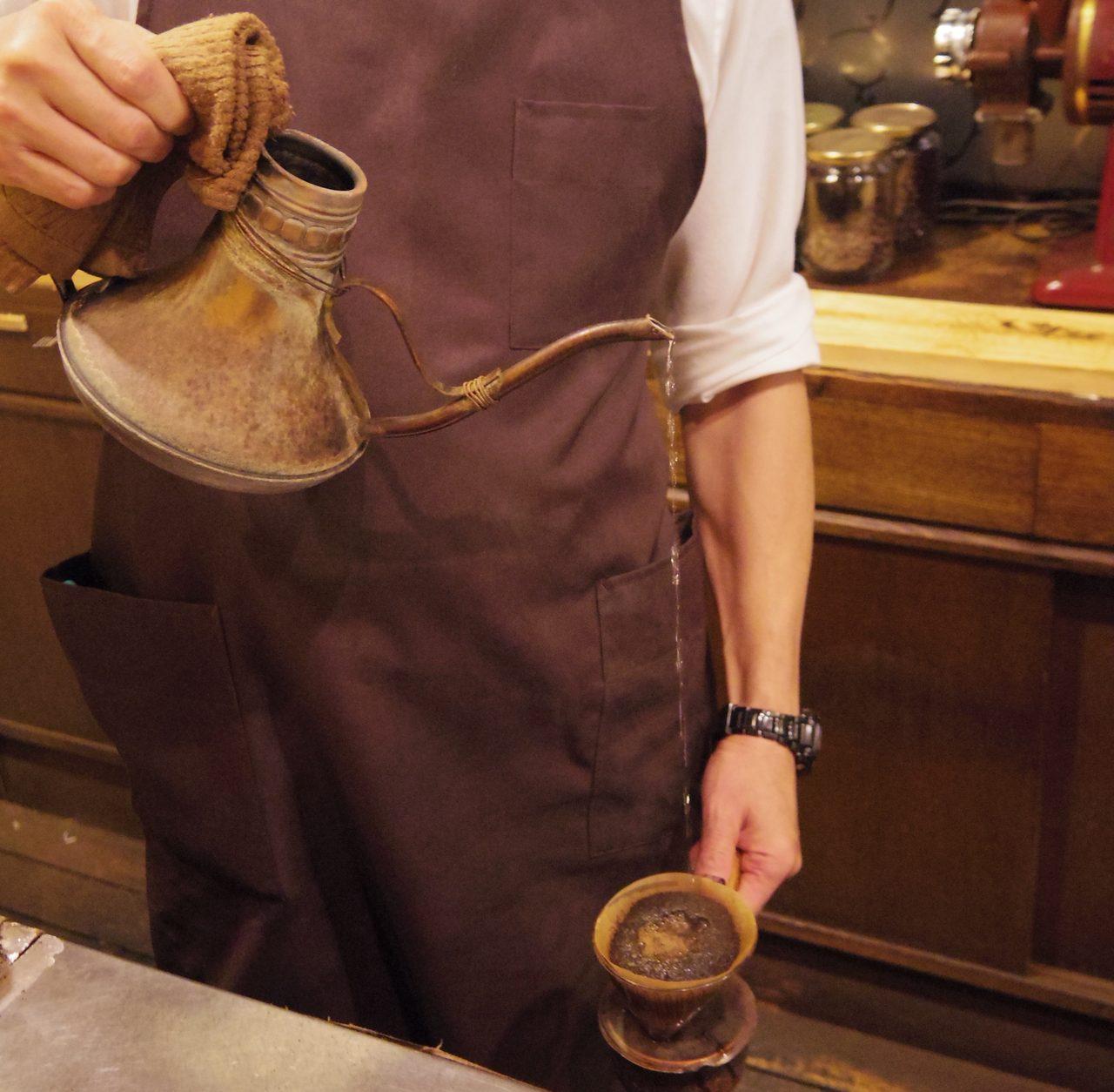 画像: お湯をいれた瞬間、珈琲の良い香りが!
